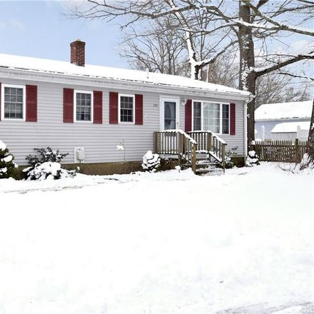 Rent this 3 bed house on 190 Hollis Avenue in Warwick, RI 02889