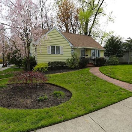 Rent this 3 bed house on 152 West Prospect Street in Waldwick, NJ 07463