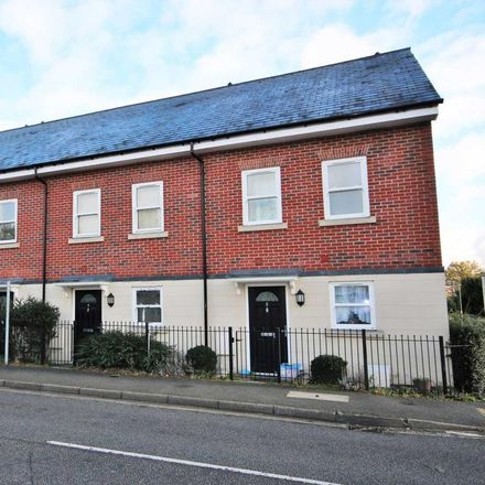 Rent this 3 bed house on Water Sky in Crookham Road, Hart GU51 5BG