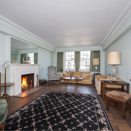 Rent this 3 bed condo on E 89 St in New York, NY