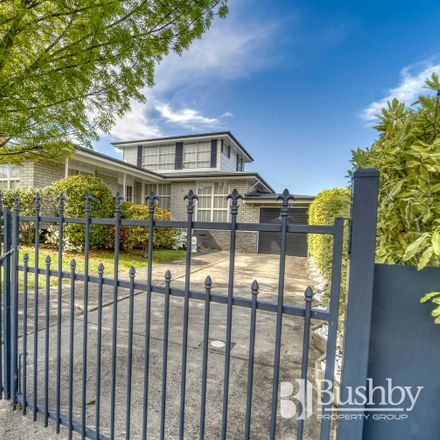 Rent this 3 bed house on 15 Chifley Street