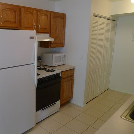 Rent this 2 bed townhouse on 1124 Bunker Hill Court in Wheaton, IL 60189