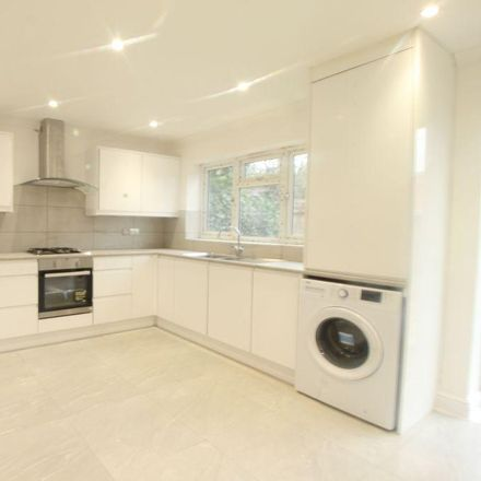 Rent this 5 bed house on The centre in Buckingham Avenue East, Slough SL1 4UT