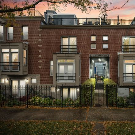 Rent this 3 bed condo on 3618 North Lakewood Avenue in Chicago, IL 60613
