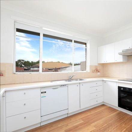 Rent this 2 bed apartment on 12/31 Mercer Road