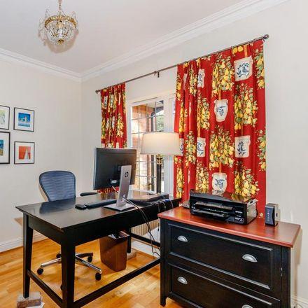 Rent this 5 bed house on Oatlands Avenue in Elmbridge KT13 9TW, United Kingdom