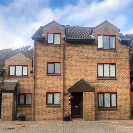 Rent this 3 bed apartment on The CE Academy Fairlawn Campus & Spring Green Campus in 16 Spring Gardens, Little Irchester