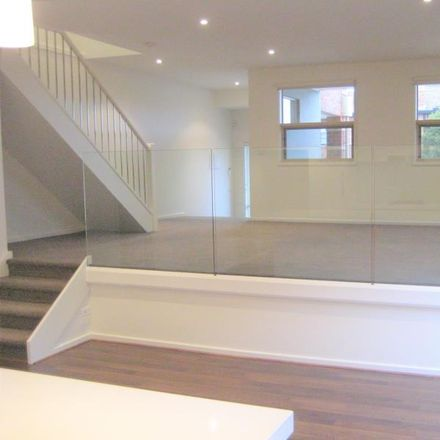 Rent this 3 bed townhouse on 4/47 Murrumbeena Roa