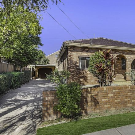 Rent this 4 bed house on 52 Burton Street