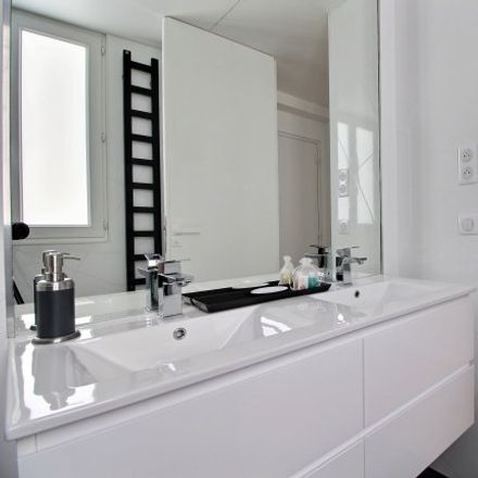 Rent this 2 bed apartment on 27 Rue Marbeuf in 75008 Paris, France