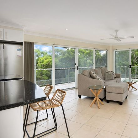 Rent this 3 bed apartment on 9/6 Bowra Street