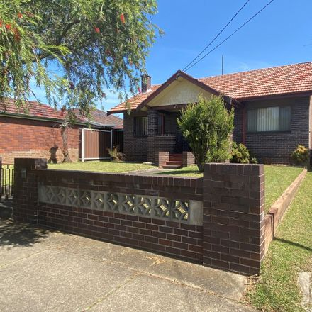 Rent this 3 bed house on 4 Fricourt Ave