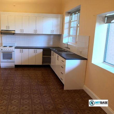 Rent this 3 bed apartment on 6A Australia St