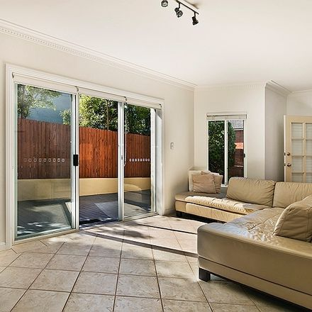 Rent this 3 bed townhouse on 4/64 Hampden Road
