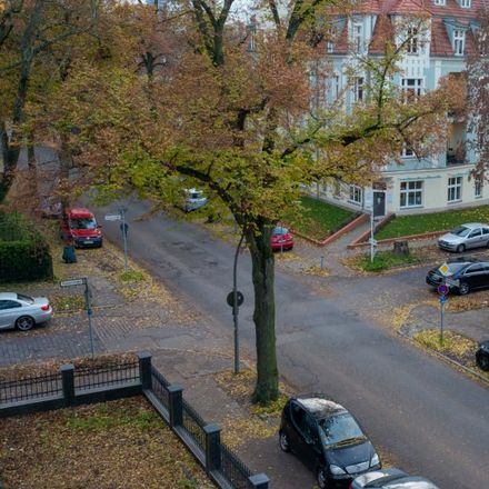 Rent this 1 bed apartment on Hildburghauser Straße 193 in 12209 Berlin, Germany