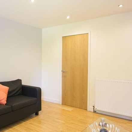 Rent this 1 bed apartment on University of Leeds in University Square, Leeds LS2 9JS