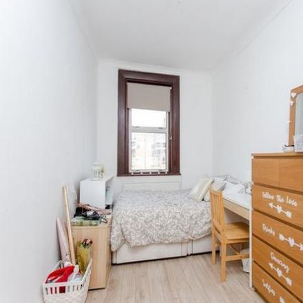 Rent this 4 bed apartment on Tesco Metro in Stroud Green Road, London N4 3RZ