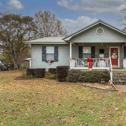 Rent this 3 bed house on 2425 Yardley Street in Hueytown, AL 35023