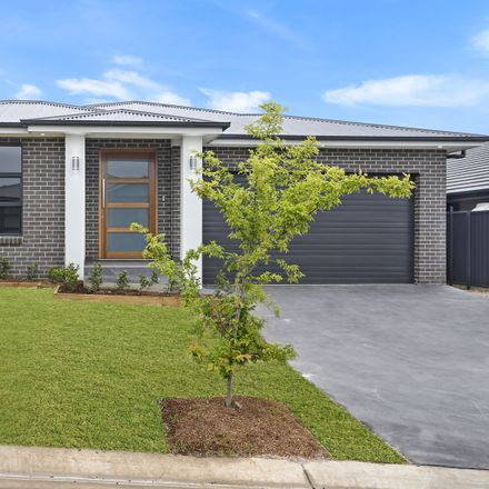 Rent this 4 bed house on 17 Roy Crescent