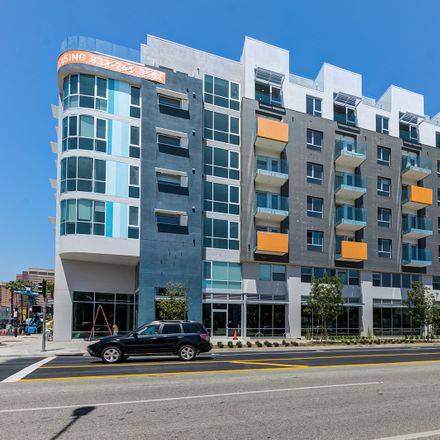 Rent this 1 bed apartment on Michael's Pizzeria in 210 The Promenade North, Long Beach