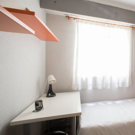 Rent this 3 bed apartment on APTC Bocatería - Cerveceria in Carrer de la Mare de Déu dels Desemparats, 13