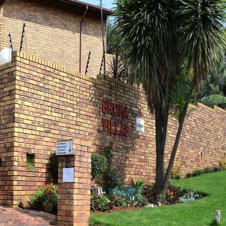 Rent this 2 bed townhouse on Bruma in Johannesburg, 2001
