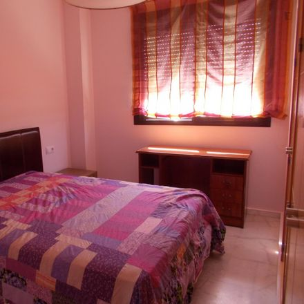 Rent this 3 bed room on Canadian Language Institute in Calle París, 41089 Dos Hermanas