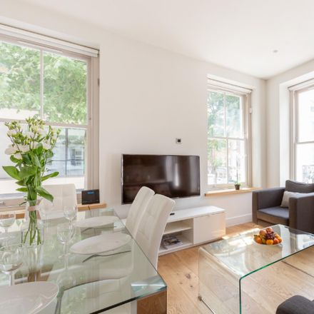 Rent this 3 bed apartment on 64 Charlotte St in Fitzrovia, London W1T 4QE