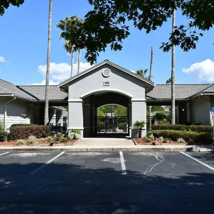 Rent this 3 bed condo on SW 27 St in Gainesville, FL