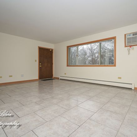 Rent this 2 bed townhouse on 889 Jefferson Avenue in Elgin, IL 60120