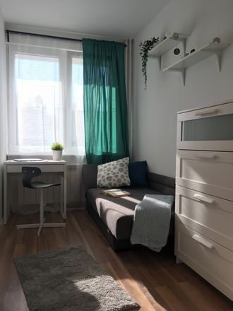 Rent this 4 bed room on Starowiejska 33 in 81-356 Gdynia, Poland