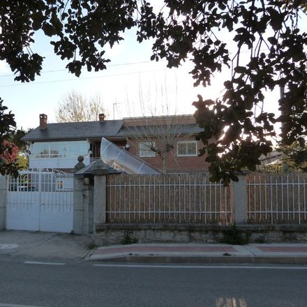 Rent this 1 bed house on Calle Bola del Mundo in 86, 28400 Collado Villalba