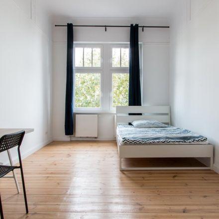 Rent this 5 bed apartment on Miriam-Makeba-Grundschule in Levetzowstraße 26, 10555 Berlin