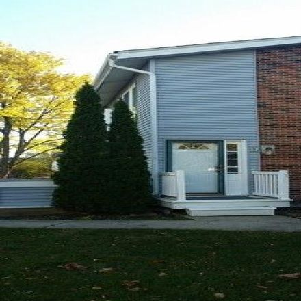 Rent this 2 bed condo on 350 Hampton Court in Bloomingdale, IL 60108