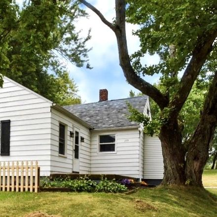 Rent this 3 bed house on 52nd St SW in Canton, OH