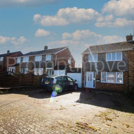Rent this 3 bed house on Weltmore Road in Luton LU3 2TN, United Kingdom