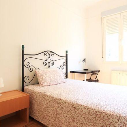 Rent this 4 bed apartment on Farmacia - Paseo General Martínez Campos 22 in Paseo del General Martínez Campos, 22