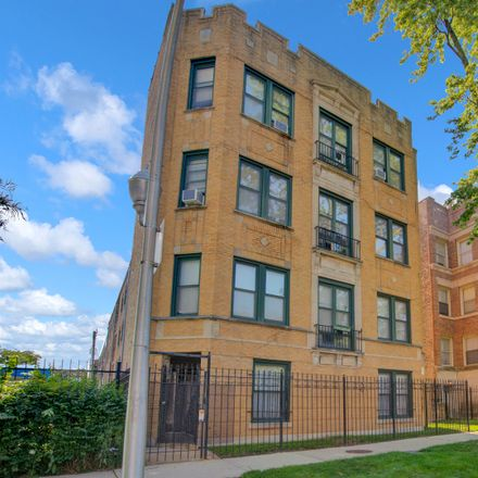 Rent this 3 bed condo on 6211-6213 South Woodlawn Avenue in Chicago, IL 60637