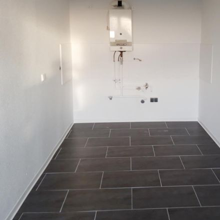 Rent this 3 bed apartment on Christian-Wolff-Gymnasium in Kastanienallee 1-2, 06124 Halle (Saale)