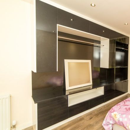 Rent this 3 bed apartment on Perkins House in Masjid Lane, London E14 7AH