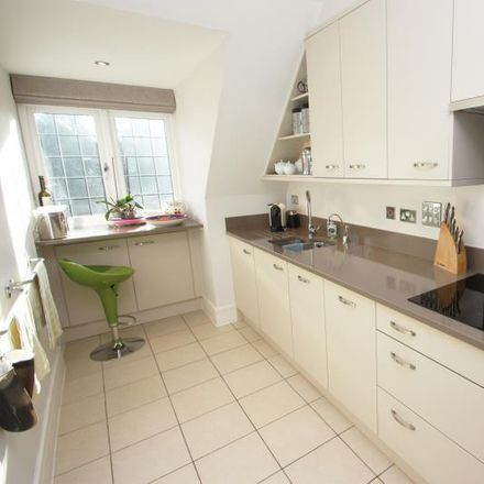 Rent this 2 bed apartment on Sheerwater Road in Woking KT14 6AB, United Kingdom