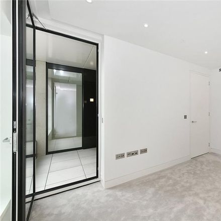 Rent this 1 bed apartment on HM Revenue and Customs in 20 Lower Thames Street, London EC3R 6EN