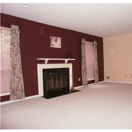 Rent this 3 bed townhouse on 204 Maplecrest Rd in Edison, NJ