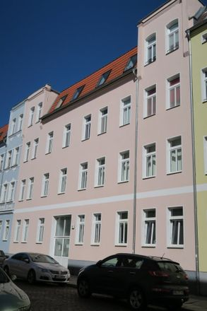 Rent this 6 bed duplex on Dieskauer Straße 7 in 06112 Halle (Saale), Germany