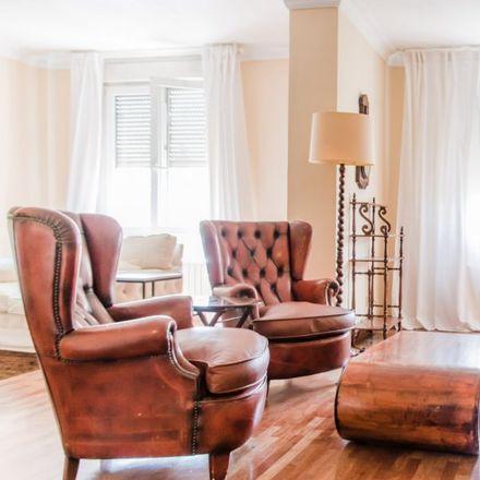 Rent this 5 bed apartment on Palau dels Boïl d'Arenós in Carrer dels Llibrers, 2