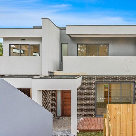 Rent this 2 bed townhouse on 1/ 148 Springvale Road