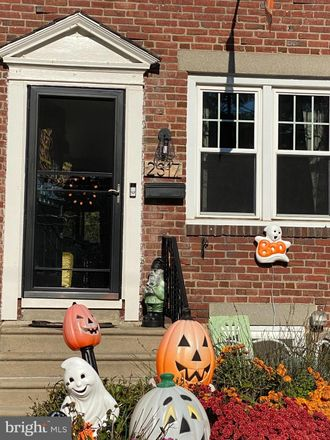 Rent this 3 bed townhouse on Bond Ave in Drexel Hill, PA