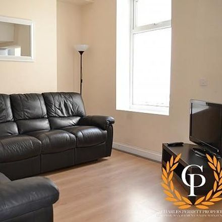 Rent this 5 bed house on Harcourt Street in Swansea SA1 6JF, United Kingdom