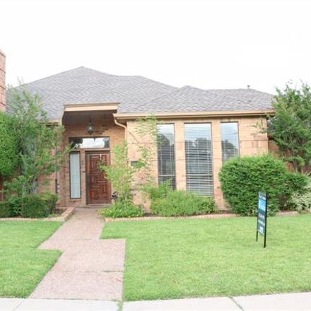 Rent this 3 bed house on 9006 Laredo Drive in Irving, TX 75063