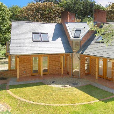 Rent this 4 bed house on Moor Park Way in Waverley GU9 8EL, United Kingdom